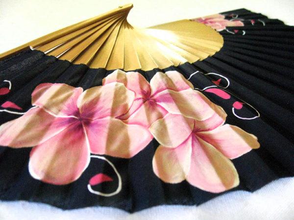 Abanico Delicadeza: Flores en rosa claro